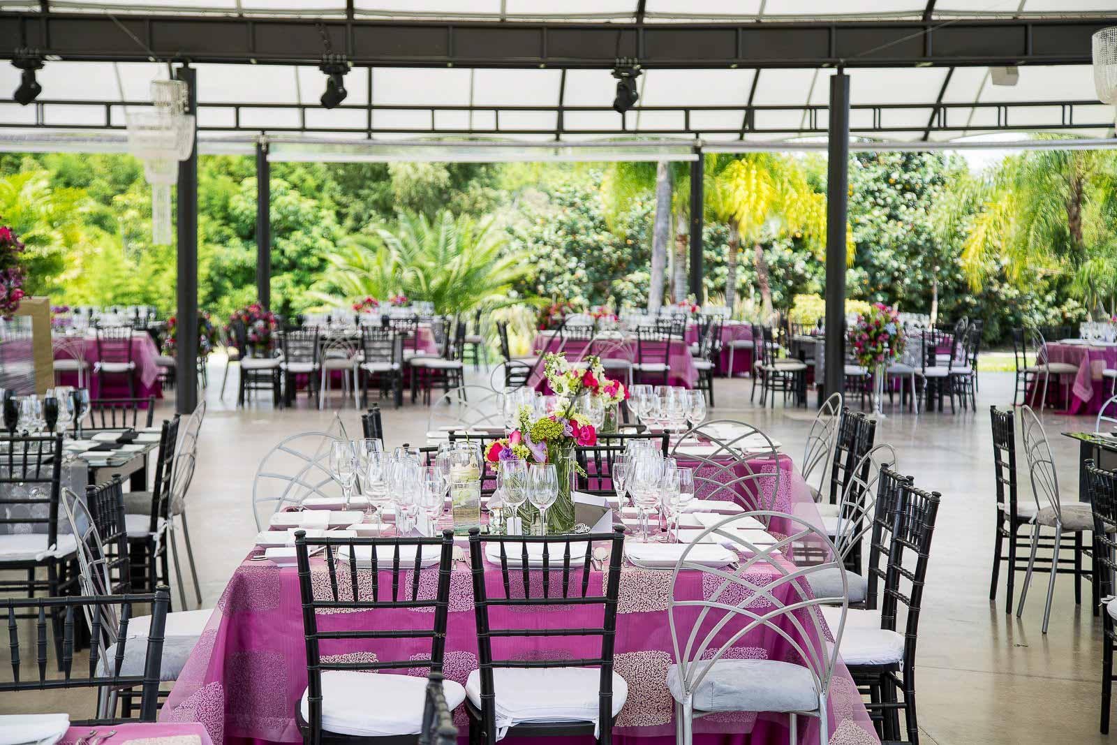 Ixaya banquetes hada martens for Atuendo para boda en jardin